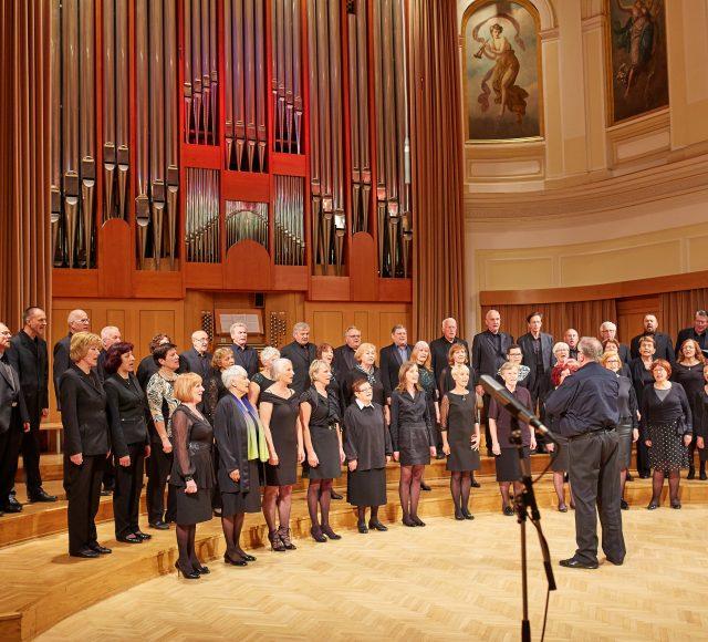 Letni koncert Seniorskega pevskega zbora Glasbene matice z gosti mešanim pevskim zborom Lipa zelenela je